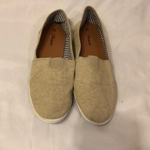 Off brand cream colored Toms